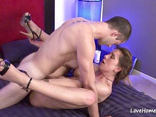 Hot babe sucking dick before having passionate sex