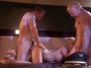 Lickerish blonde MILF nympho Angie Savage gets cum insusceptible to her round ass