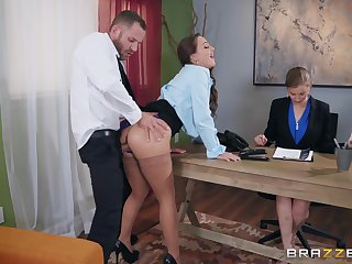 Abigail Mac pounding her new boss before office to acquire the bustle