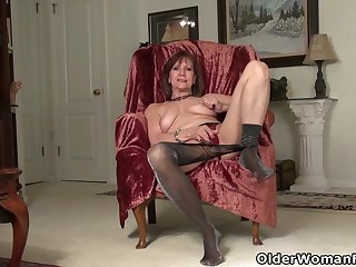 American gilf Penny gives the brush old pussy the finger treatment