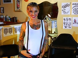 Tattooed hottie Kleio Valentien enjoys firm sex games with her friend