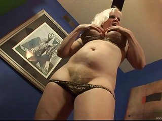 Naughty MILF wearing bra doing a nice blowjob with the addition of gets drilled hardcore