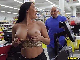 Rachel Starr seduced Jmac to make love in the supermarket