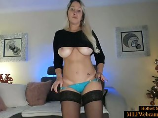 Sexy Blonde MILF With Perfect Body Masturbating On Webcam
