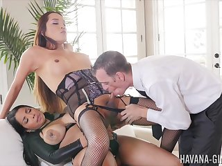 Shemale endures anal domination forth a horny span