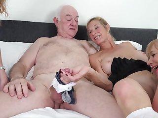 Humping Grannies - mature
