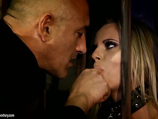 Bright slutty Hungarian blondie Vanda Lust is made for rough doggy anal