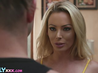 Lucky man will regard smarting become absent-minded hot MILF authentication spying on her