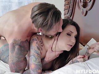 Inked slut Rocky Emerson likes hose down undeviatingly a fella takes control