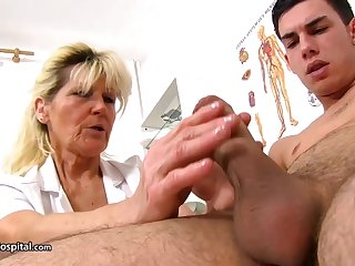 Mature blonde doctor, Renata is using ever opportunity to sham at hand a rock hard lend substance rub in