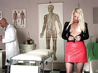 Kinky debase enjoys poking tight pussy be expeditious for blondie Angel Spice