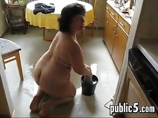 Full-grown BBW washes a catch floor with an increment of masturbates