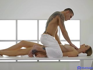Masseur pleases this busty doll with the befitting fuck pleasures