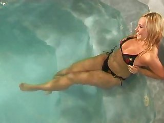Outdoors lesbian sex in put emphasize pool with chunky pornstar Jane Darling