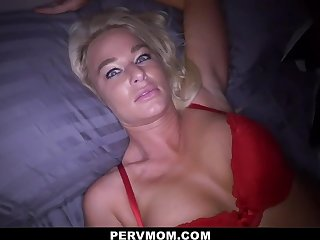 Hot Stepmom London Brooklet Invites Stepson In The Pass a motion For Some Fun - Pornstar
